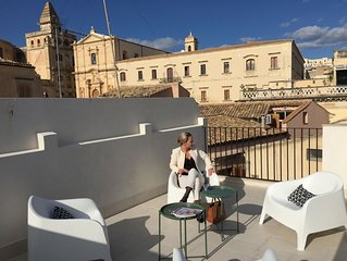 SUITE/APPARTMENT MELANIA | ROOF-TOP TERRACE | IN THE HEART OF HISTORIC NOTO