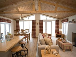 Cairn Lodge, luxury lodge with hot tub, Coldingham, Scottish Borders