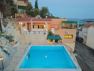 Apartments Vila Meri / Studio KIWI