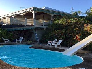 Studio climatisé avec terrasse dans jolie villa coloniale avec piscine