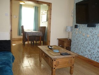 SCARBOROUGH CENTRE - 2 bedroom house with parking & wifi, perfect for families