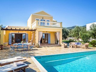 Villa Paola - This Villa is close to amenities, the beach & includes a pool