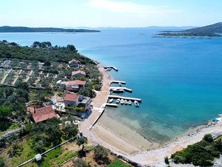Comfortable Cottage in Pašman with Fireplace