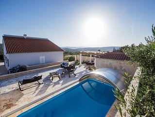 Charming villa with heatable covered swimming pool only 4 km away from the sea