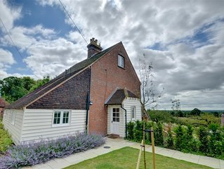 Weald View Cottage - Two Bedroom House, Sleeps 4