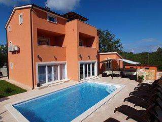 Luxury Villa With Heated Swimming Pool