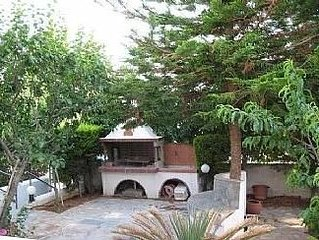 3 Bedroom Beautiful Maisonette Within Walking Distance To The Beach