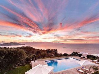 Casale La Torre. Farmhouse with garden, pool and incredible sea views