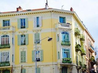 Le Bleu, ljus frasch Lagenhet med liten balkong centralt i Nice 80 kvm