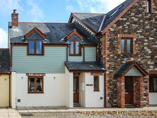 Modern family getaway with super-fast broadband. 10 minutes' drive from beach.