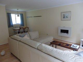 Spacious 1st Floor Apartment, Parking & Patio Garden, Quiet Area Close To River