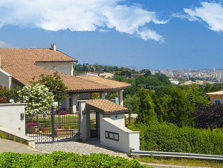Appartamento in Villa vista mare: giardino, molto fresco, riparato.