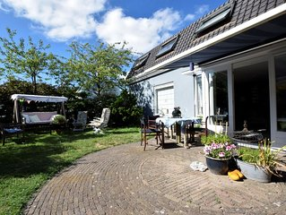 Relax in your holiday home with sauna, 1 km from the beach of Noordwijk.