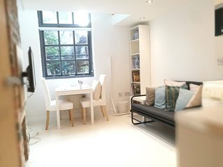 'THE RIVER BASE' Cute 1 bed apartment LS6