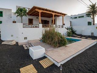 Lanzarote Villa historica con terraza y jardin  by Lightbooking