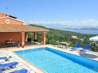 4 bedroom Villa, sleeps 8 with Air Con, FREE WiFi and Walk to Beach & Shops