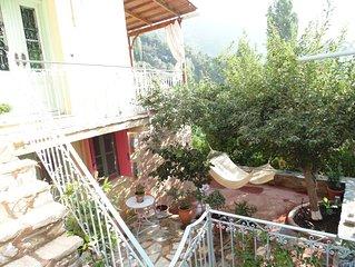 3 level arty house inside Manolates