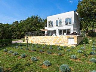 New luxury villa with swimming pool