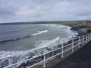 Spacious Sea Front Property, FREE WIFI, On the Atlantic Way