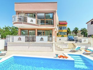 Modern villa with private pool and jacuzzi, center and beach within walking dist