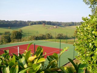 Bas Cottage at Chez Maurit, 2 bedrooms, TENNIS court, superb views.
