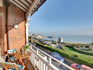 Carlton Bay View - Two Bedroom Apartment, Sleeps 4