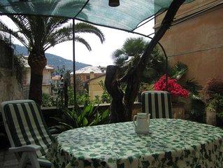 Appartamento in tipica villa liberty per una vacanza tra ulivi e oleandri