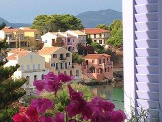 SUPERB LUXURY STUDIO IN ASSOS-Stunning bay views -2 min to beach & tavernas!