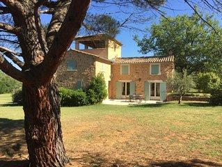 Roussillon: Mas Provencal sur un hectare avec piscine chauffee securisee