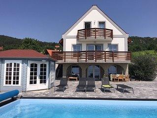grote nieuwbouw luxe villa met privé-zwembad, grote terrassen.Uitzicht op meer