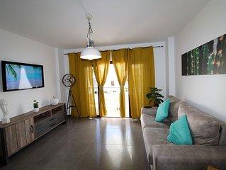 Appartement  avec grande terrasse et belle vue piscine, solarium, parking privé