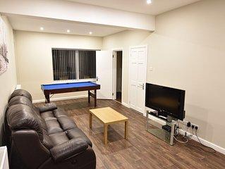 Large 4 Bedroom Detached House Close to City Centre (CL)