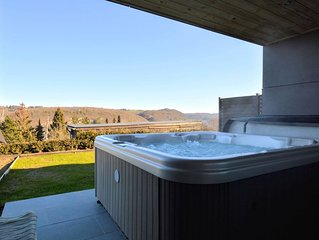 Luxurious Cottage in Awan with Sauna and Jacuzzi