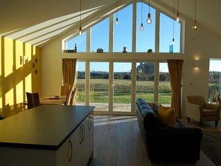 Beautiful, Modern Villa 5 mins walk from the Stunning Bay at Trearddur