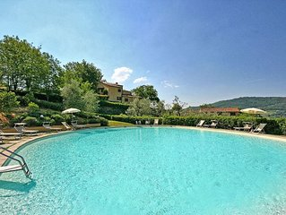 Beautiful apartment for 10 guests with WIFI, pool, panoramic view and parking