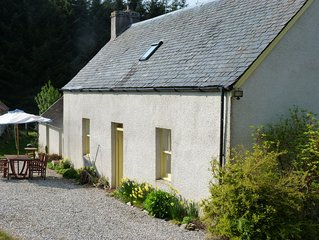 Traditional Highland Croft cottage. Dog Friendly.