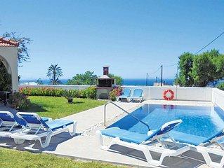 Bright & contemporary villa in a great location to explore the area's pristine c
