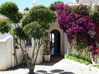 Luxe, gezellige en moderne villa aan de rand van de zee, op een klif.