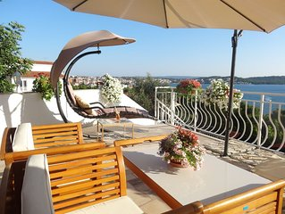 Trogir Yellow House A1, Fantastic Sea View, big private terrace, close to beach