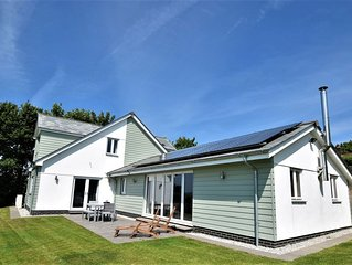 Fabulous secluded modern home-Sleeps 8-Stunning views-5 Mins to Bude/beaches