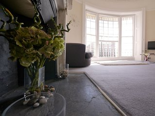 Regency Retreat  - Stylish Apartment with sea views and balcony. Great Location.