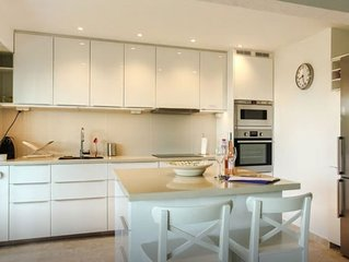 Antibes Renovated 2 Bedroom In A Quiet Residence With Private Garden And Pool