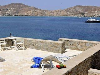 Beach front villa, walking distance to cosmopolitan Naoussa