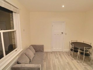 Warm and Cosy Newly refurbished 2 Bed flat in heart of Southfields SW18 London