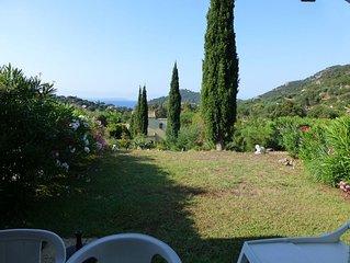Mazet vue sur mer avec jardin dans residence avec piscine a Pramousquier