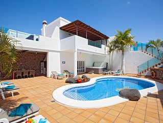 PURE LUXURY 4 Bedroom 5 bathroom Villa With  Heated pool, Aircon and Hot Tub