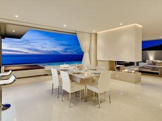 Aquatic Villa, Spectacular sea views, walk to beach and restaurants!