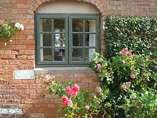 Courtyard Cottage In Beautiful Rural Location( Offers Available)