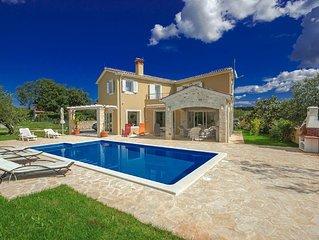Peaceful Villa in Sveti Lovrec with Swimming Pool