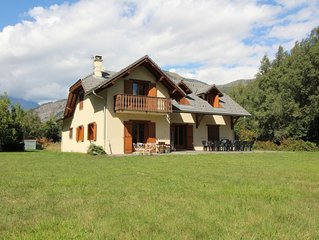 Impressive House and Garden in Bourg d'Oisans, Cyclist Friendly, Garage, WIFI